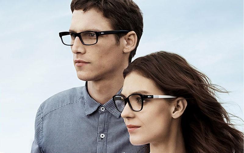 black-rimmed-glasses